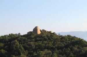 シンボル「ニコニコ岩」