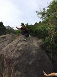 登った岩の上から